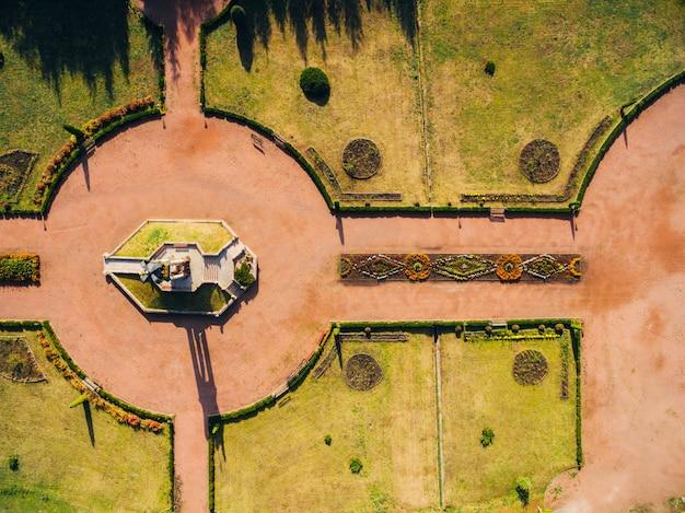 Zdjęcie z lotu ptaka mariańskie centrum duchowe zarwanica.