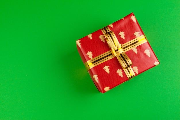 Zdobione pudełko na zielony, płaski widok z góry