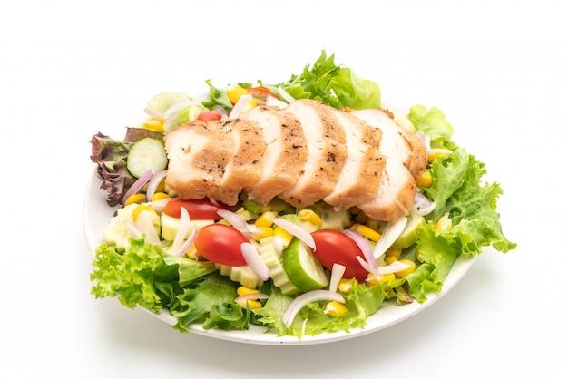 Zdrowa salaterka z piersią z kurczaka