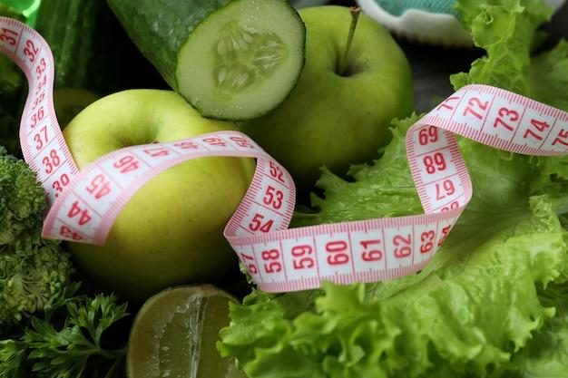Zdrowa żywność i taśma miernicza, z bliska