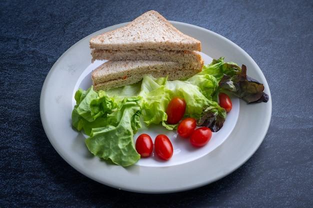 Zdrowa żywność, która składa się z nietoksycznych warzyw beztłuszczowe mięso i zdrowe metody gotowania alternatywna żywność dla dobrego zdrowia