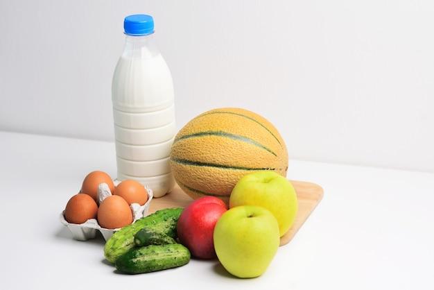 Zdrowa żywność Tło Zdrowa żywność Warzywa I Owoce Na Białej Przestrzeni Kopii Premium Zdjęcia