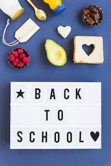 Zdrowa żywność w pobliżu z powrotem do szkoły plakatu