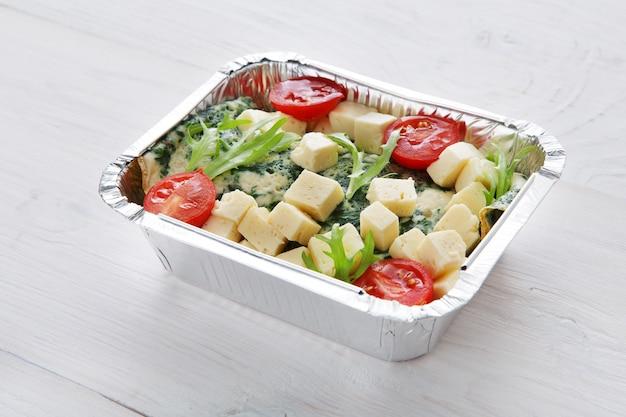 Zdrowa żywność w pudełkach. koncepcja dostawy żywności