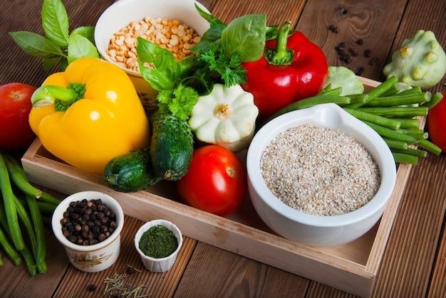 Zdrowe jedzenie. cerale, ziarna, warzywa, przeciwutleniacze i witaminy.