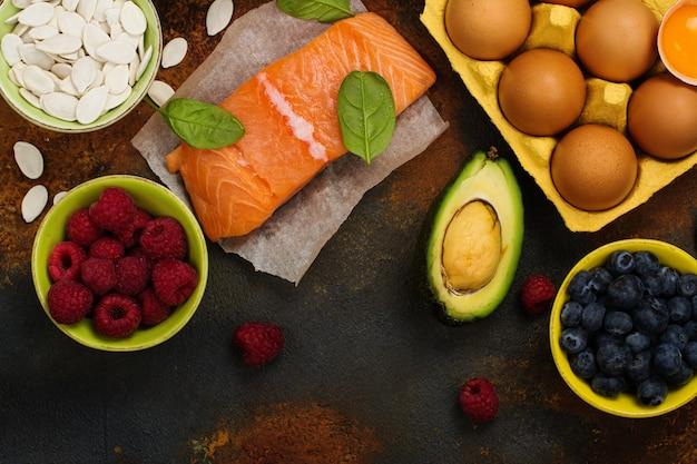 Zdrowe Jedzenie Dla Mózgu I Dobra Pamięć Premium Zdjęcia