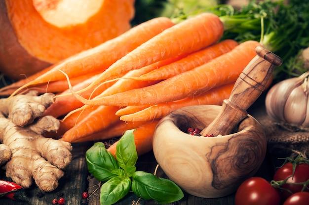 Zdrowe jedzenie gotowanie tło. składniki roślinne. kompozycja pozioma