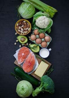 Zdrowe jedzenie na ciemnym tle