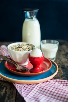 Zdrowe jedzenie na rustykalnej powierzchni