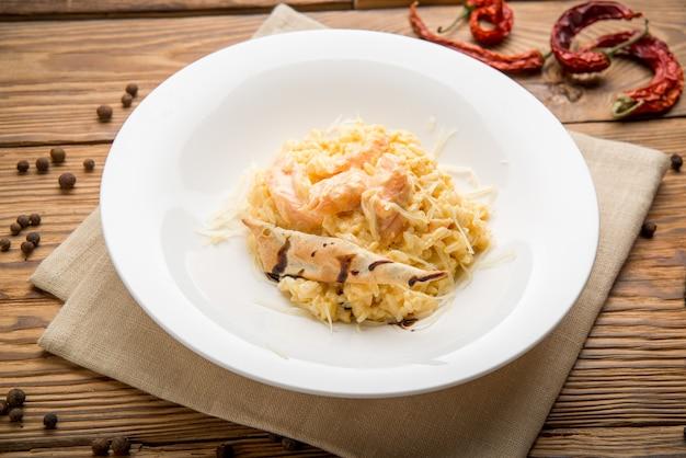 Zdrowe jedzenie piękne i smaczne jedzenie na talerzu