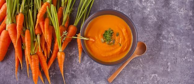 Zdrowe jedzenie zupa krem marchewkowy