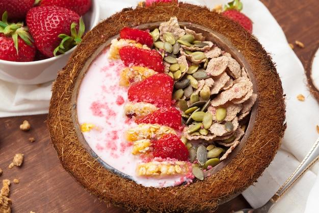 Zdrowe letnie śniadanie.