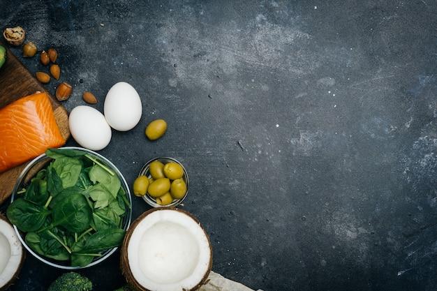 Zdrowe odżywianie dzięki produktom o niskiej zawartości węglowodanów o wysokiej zawartości tłuszczu