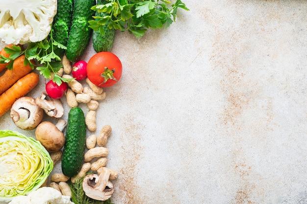 Zdrowe odżywianie świeże warzywa zbieraj nowe owoce organiczne zdrowe keto lub paleo dieta wegetariańska wegańskie lub wegetariańskie jedzenie