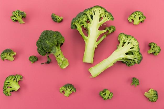 Zdrowe organiczne liście brokułów
