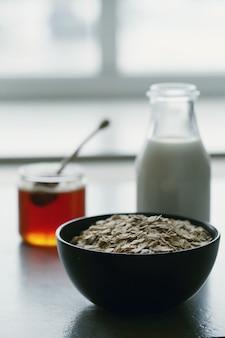 Zdrowe płatki owsiane na śniadanie