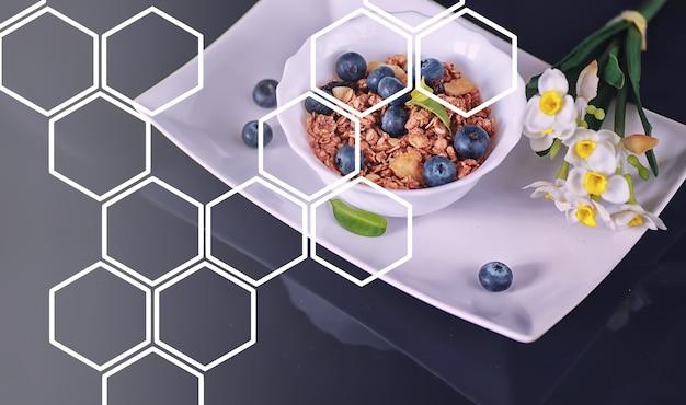 Zdrowe płatki śniadaniowe z mlekiem i owocami. płatki owsiane i kukurydziane z czekoladą i jogurtem. pojęcie zdrowej i wegetariańskiej żywności.