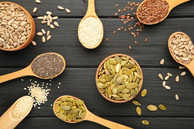 Zdrowe pożywienie sezam, pestki dyni, słonecznik, len i chia