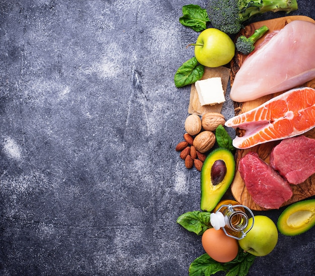 Zdrowe produkty o niskiej zawartości węglowodanów. dieta ketogeniczna.