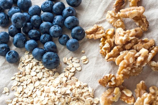 Zdrowe rutynowe śniadanie rano