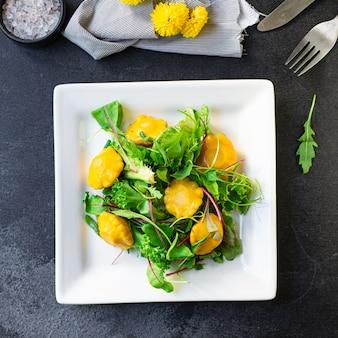 Zdrowe sałatki squash warzywa z dyni zestaw składników świeży posiłek