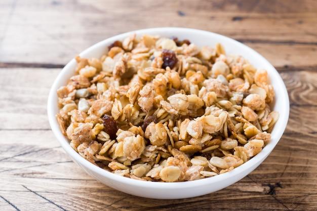 Zdrowe śniadanie domowe pieczone musli