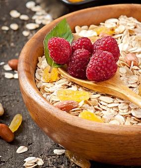 Zdrowe śniadanie - płatki owsiane i jagody