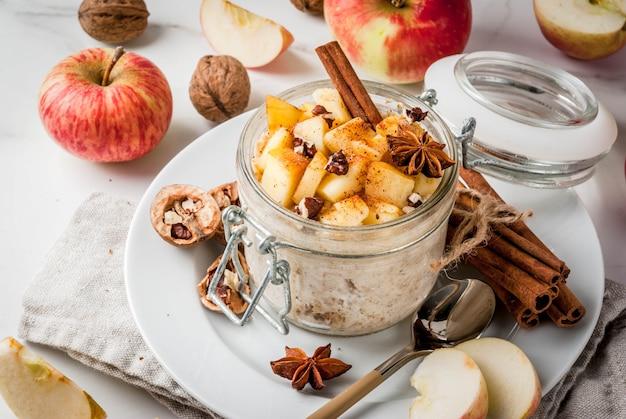 Zdrowe wegańskie jedzenie. dietetyczne śniadanie lub przekąska.