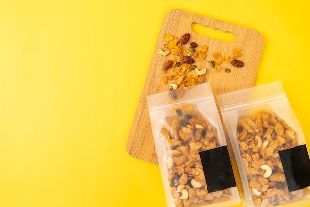 Zdrowe wieloziarniste płatki kukurydziane