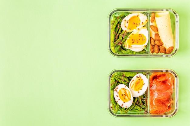 Zdrowe zbilansowane pudełko na lunch, lunch z dietą ketogenną, domowe jedzenie dla koncepcji biura.
