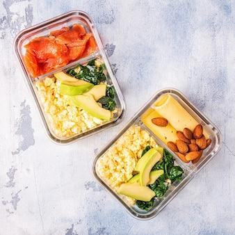 Zdrowe, zbilansowane pudełko na lunch, lunch z dietą ketogenną