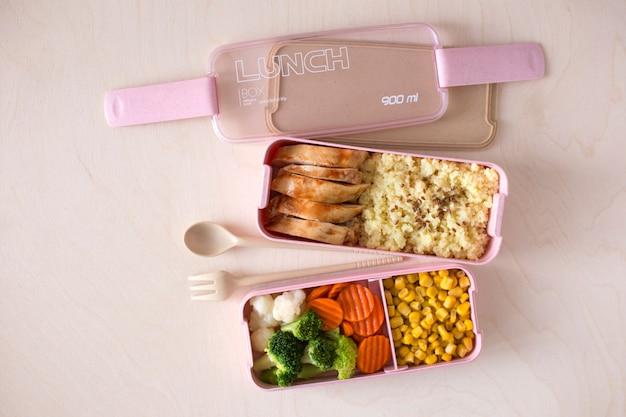 Zdrowe zrównoważone pudełko na lunch