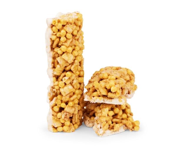 Zdrowy baton granola (muesli lub baton zbożowy) na białym tle