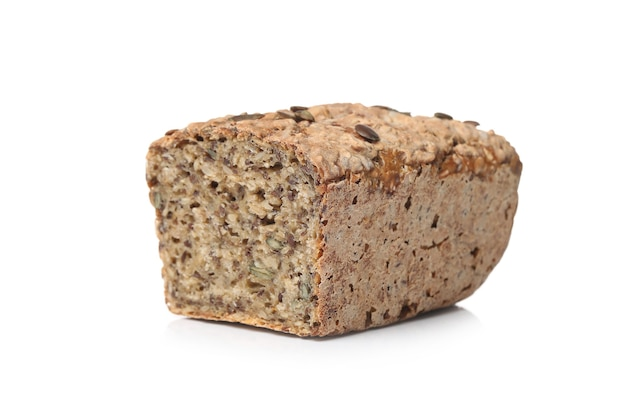 Zdrowy chleb na białej powierzchni