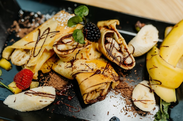 Zdrowy deser dla zbilansowanej diety bogatej w witaminy produkty ekologiczne i regionalne naleśniki bananowe