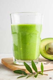 Zdrowy i pyszny zielony koktajl