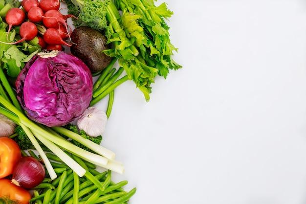 Zdrowy składnik do przygotowania sałatek ze świeżych warzyw