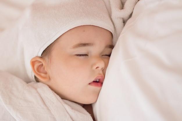 Zdrowy styl życia, in vitro, niemowlę śpi