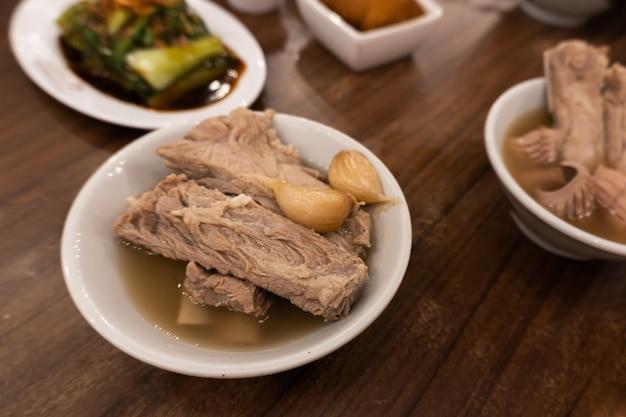 Żeberka na parze w chińskiej zupie