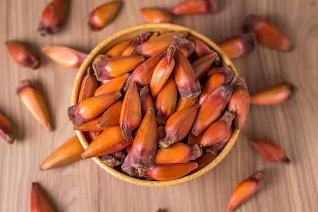 Zębnik, tradycyjne brazylijskie jedzenie, nasiona auraukarii