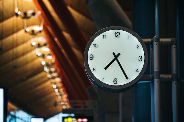 Zegar bramy terminalu lotniska