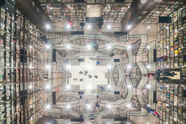 Zegar książka pawilon, to jest księgarnia w chongqing, chiny.