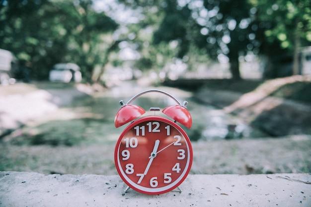 Zegar pokazuje czas na relaks