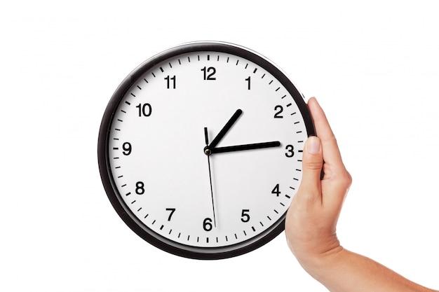 Zegar w ręce na białym tle