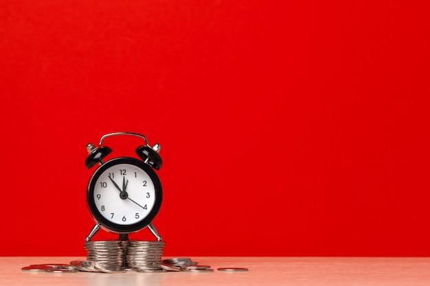 Zegar z monetami