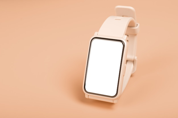 Zegarek fitness makieta na pastelowym tle