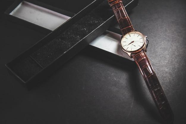 Zegarek i pudełko