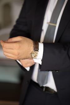 Zegarki męskie na ramieniu