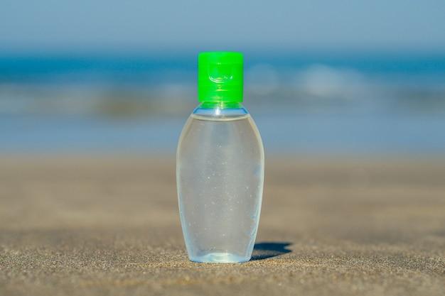 Żel antybakteryjny na plaży w azji