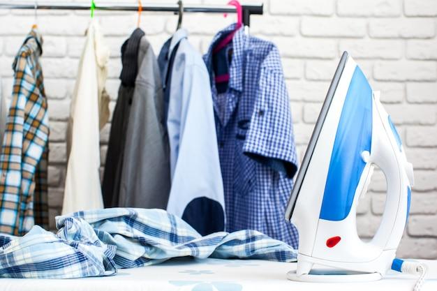Żelazko i koszula elektryczna, usługi prania i prasowania